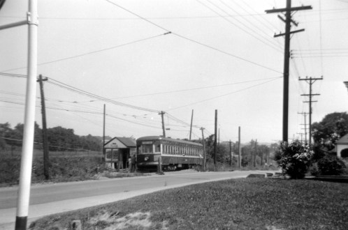 Washington-bound 3805 picks up passengers at the Allison Shelter. (Photo © Miller Library, PTM)
