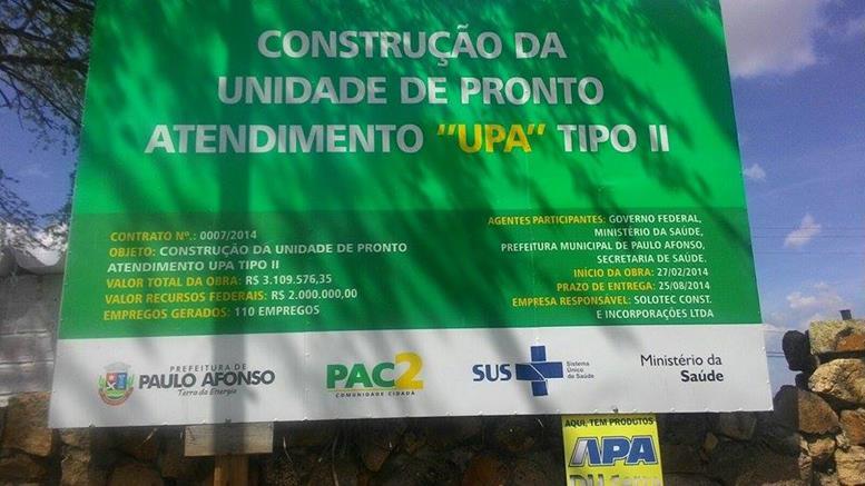 Placa mostra que a prefeitura não cumpriu os prazos para a entrega da importante obra (Foto: www.ozildoalves.com.br)