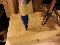 Inder cirklen kan godt være svær at få indstillet, så her afprøves den ved at der med to blyantstreger er markeret radius af røret minus nogle millimeter.