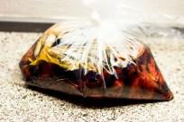Køddet til din Beef Jerky skal lægges i køleskabet i 24 timer. Så er du sikker på at den har taget ordentlig smag af marinaden