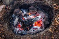 En anden måde at tilberede kød o.a. på er ved at grave det ned i en sydegrube. Denne metode er anvendt i hundredevis af år og er meget effektiv.
