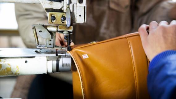 Proses Jahit Tas di Pabrik Tas Bandung