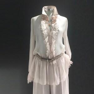 camisa seda volantes pico color nude look