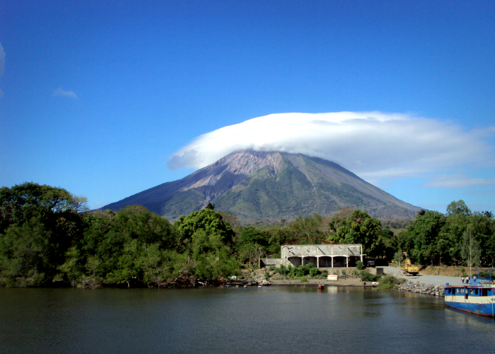 Nicaragua At the Foot of the Volcano free download