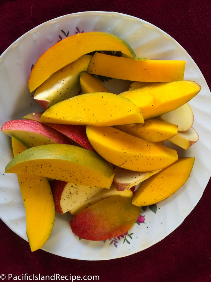 Peppered sliced mango and apple