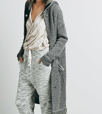 Athleisure woman's outfit, grey outfit, sweater and sweatpants outfit