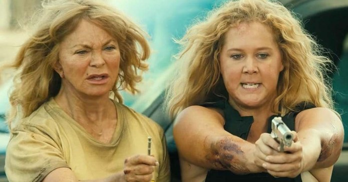 """Review: """"Snatched"""" Offers Laughs But Lacks Direction"""