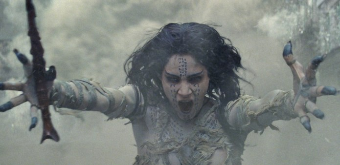 """Review: Tom Cruise's Ludicrous """"Mummy"""" Remake Should Have Stayed Locked In It's Tomb"""