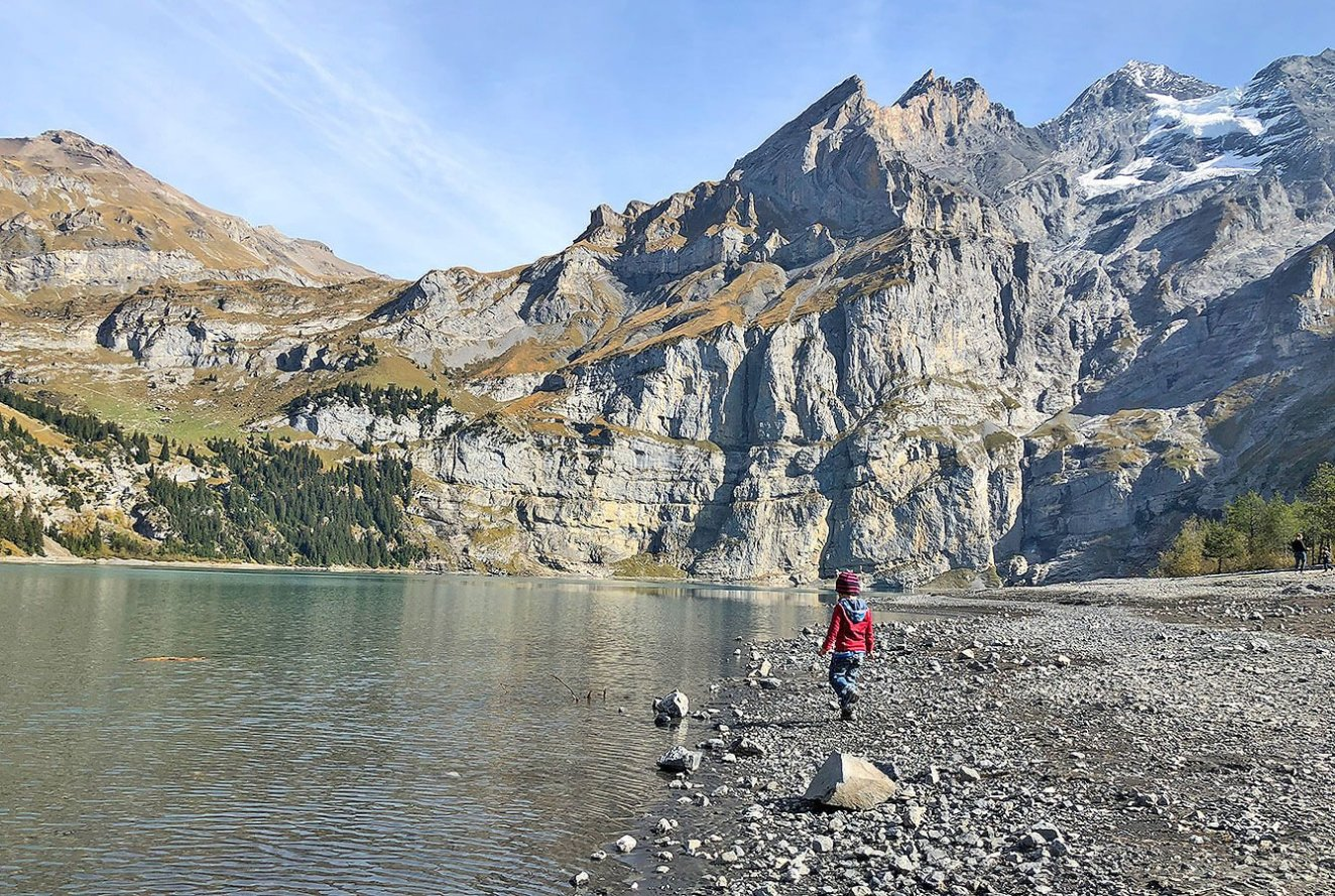 At the Oeschinensee shore