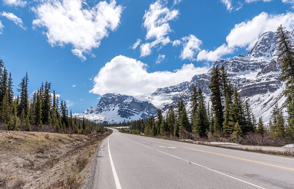 road along the Canadian Icefields Parkway