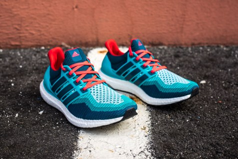 20 adidas Ultra Boost blue-red web crop angle