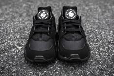 Nike Air Huarache Black-Black font