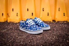 Peanuts x Vans Authentic Snoopy Skating Kids VN0A38E7OQW-3