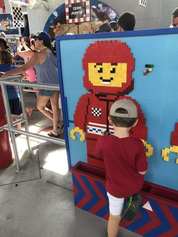Building zones in the wait lines at Legoland, Florida