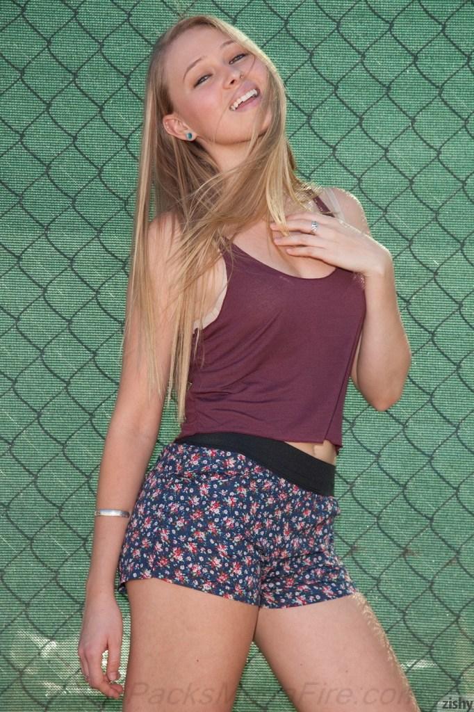 Kerstin Dorsia The Adelon - Zishy