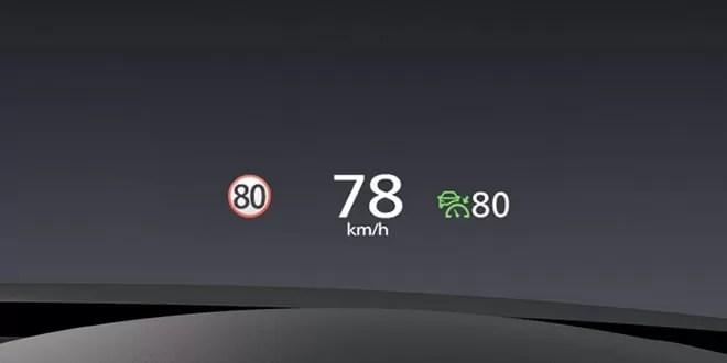 新型マツダ3ヘッドアップディスプレイ