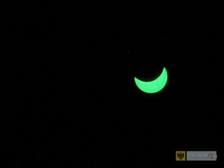 Zaćmienie sfotografowane w Paczkowie o godz. 11.05 przez szkiełko maski spawalniczej.
