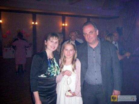 Julia Matuszna ze złotą medalistką olimpijską Renatą Mauer-Różańską i trenerem Mariuszem Kwietniem