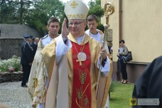Biskup opolski Andrzej Czaja podczas uroczystości w Gościcach