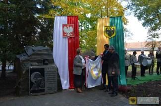 Odsłonięcie tablicy upamiętniającej Polaków pomordowanych przez nacjonalistów ukraińskich na Kresach Wschodnich oraz osiedlenia na ziemi paczkowskiej. 16.10.2015, foto: UM Paczków
