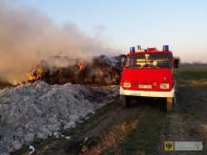 18 marca | Płonące sterty | Gminę przez cały rok nękała plaga podpaleń stert słomy. Strażacy wyjeżdżali do pożarów wielokrotnie, a straty wyniosły kilkaset tysięcy złotych. | http://paczkow24.pl/pozar-slomy-wartej-kilkadziesiat-tysiecy/