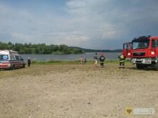 18 lipca | Nieporozumienie nad jeziorem | Straż pożarna interweniowała na Zalewie Paczkowskim. Mężczyzna zasłabł płynąc wpław na wyspę. Wynikło przy tym niemałe zamieszanie, bowiem zgłaszający błędnie poinformowali, iż znajdują się na Zbiorniku Kozielno, podczas gdy w rzeczywistości znajdowali się na Zbiorniku Topola. W wyniku nieporozumienia, jednocześnie, niezależnie od siebie, na obu jeziorach interweniowały dwie jednostki straży: na Kozielnie JRG z Paczkowa, a na Topoli jednostka z terenu województwa dolnośląskiego. | http://paczkow24.pl/zalew-paczkowski-poplynal-wplaw-na-wyspe-wrocic-nie-dal-rady/