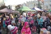 19 grudnia | Jarmark świąteczny na paczkowskim Rynku | Śpiewający radni, widowisko z udziałem Mikołaja i wspólne zdobienie choinki – to niektóre z atrakcji jakie czekały na odwiedzających jarmark świąteczny na paczkowskim Rynku. | Foto: OKiR | http://paczkow24.pl/fotorelacja-jarmark-na-paczkowskim-rynku/