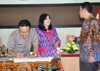 Bupati Agam Indra Catri menandatangani WTP dari BPK Perwakilan Sumbar.