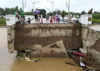 Jembatan Pasia Jambak yang ambruk terkena banjir. (ist)