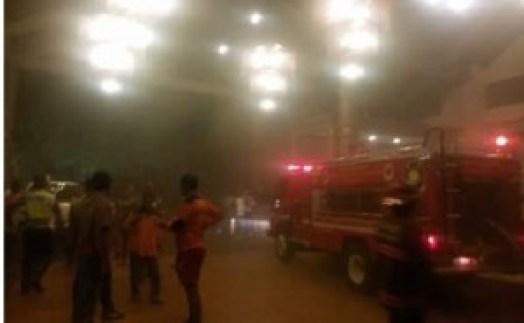 Kebakaran di Hotel Bumi Minang, Sabtu (5/3) malam tadi. (baim)
