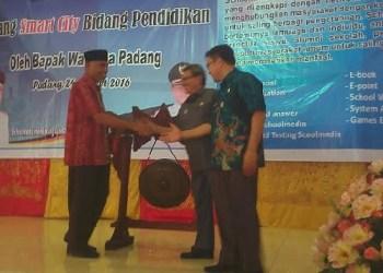 Launching aplikasi schoolmedia, inovasi Dinas Pendidikan Padang. (ist)