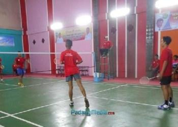 Kejuaraan badminton antar klub di Sawahlunto. (tumpak)