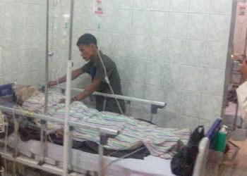 Salah seorang korban ledakan lubang tambang batubara Sawahlunto yang dirawat intensif di RS M Jamil, Padang. (baim)