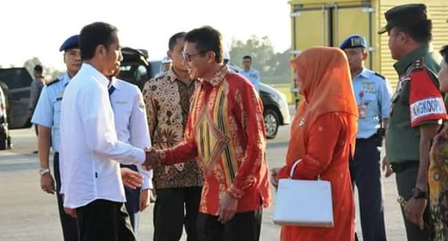 Presiden RI Joko Widodo disambut Gubernur Sumbar Irwan Prayitno di BIM, Senin (4/7) sore. (derius)