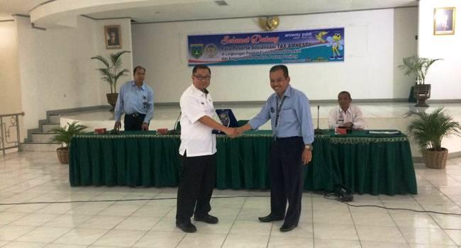 Sekdako Padangpanjang dan Kepala KPP Pratama Bukittinggi saat sosialisasi Tax Amnesty,