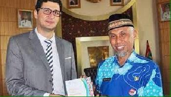 Walikota Padang, Mahyeldi bersama salah seorang pimpinan Unesco. (ist)