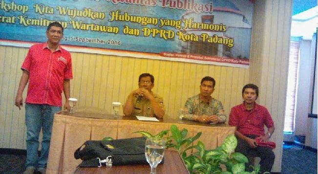 Workshop wartawan Parlemen DPRD Kota Padang. (baim)