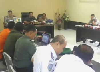 Ketua DPRD Padang, Erisman bersama sejumlah instansi saat pertemuan dengan Kapolresta Padang dua hari lalu. (baim)