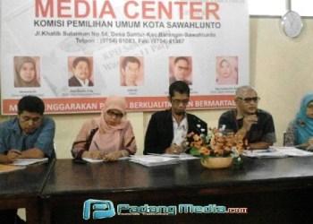 Komisioner KPU Sawahlunto. (tumpak)