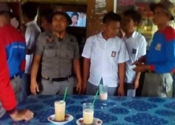 Sejumlah pelajar diamankan dari sebuah warung kopi. (fajar)