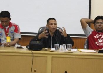 Ketua KONI Mentawai saat memberi arahan pada panitia Porprov untuk kontingen Mentawai. (ers)