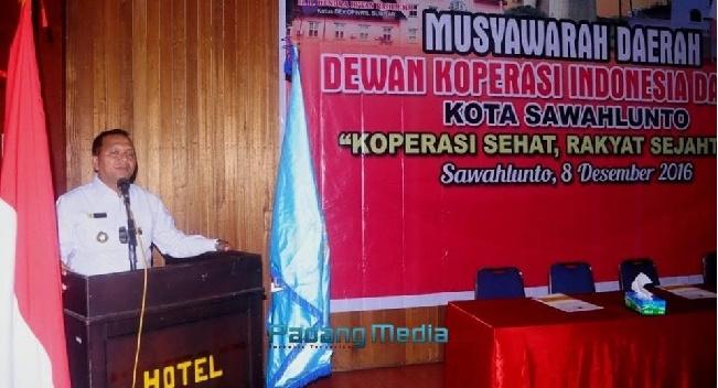 Walikota Sawahlunto, Ali Yusuf pada Musda Dekopinda Sawahlunto di Hotel Ombilin Heritage, Kamis (8/12). (tumpak)