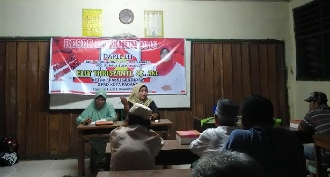 Reses anggota DPRD Padang, Elly Thrisyanti. (baim)