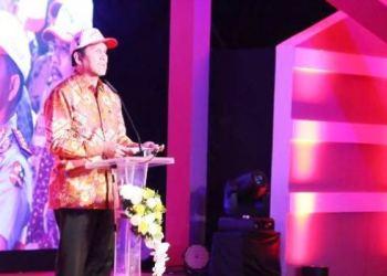 Menpan RB Asman Abnur memberi sambutan saat peluncuran layanan e-samsat, e-tilang dan SIM Online di Jakarta, Jumat (16/12). (kemenpan RB)