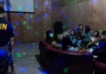 Razia tempat karaoke di Dharmasraya. (eko)