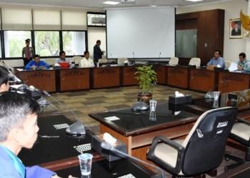 Pertemuan Wakil Ketua DPRD dengan perwakilan Aliansi BEM Sumbar, Kamis (12/1). (febry)