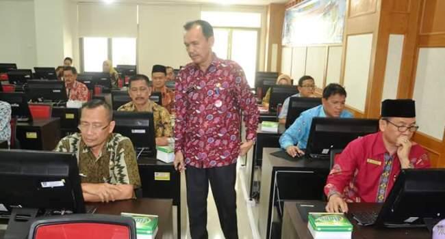 Suasana seleksi terbuka jabatan eselon II Pemko Padang, Kamis (9/2). (derius)