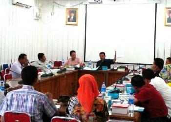 Raker Komisi II DPRD Padang dengan DKP Kota Padang. (baim)