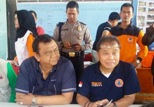 Ketua DPRD Sumbar meninjau bencana banjir dan longsor di Limapuluh Kota, Minggu (5/3). (ist)