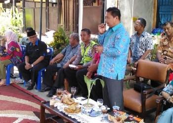 Anggota DPRD Padang, Zulhardi Z Latief saat reses di Korong Gadang. (baim)